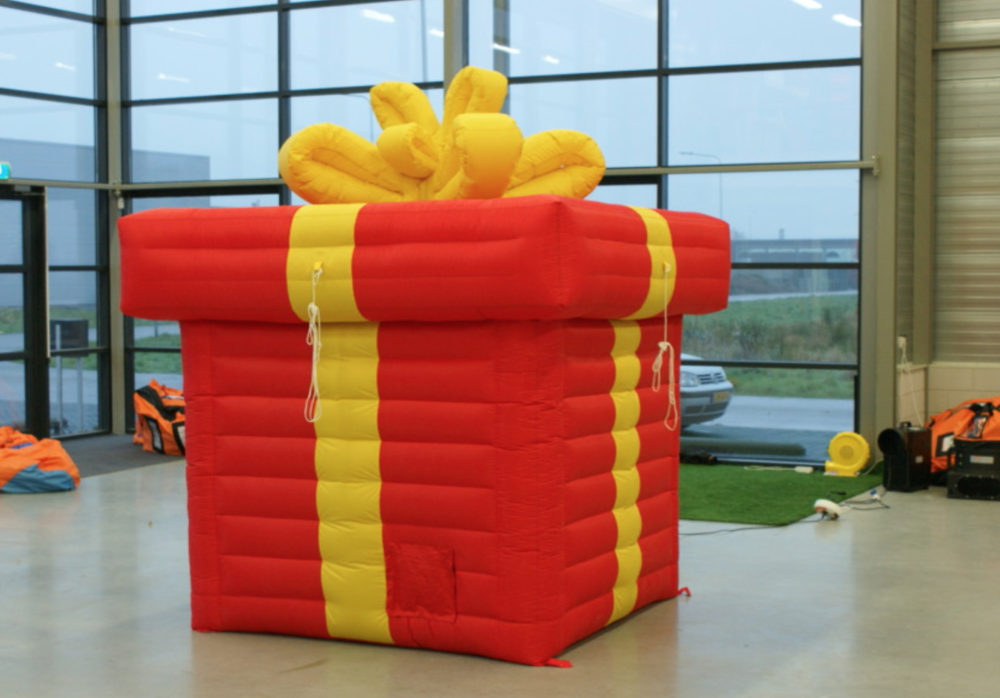 giant-inflatable-present