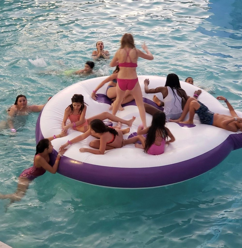 meet-group-custom-pool-floats