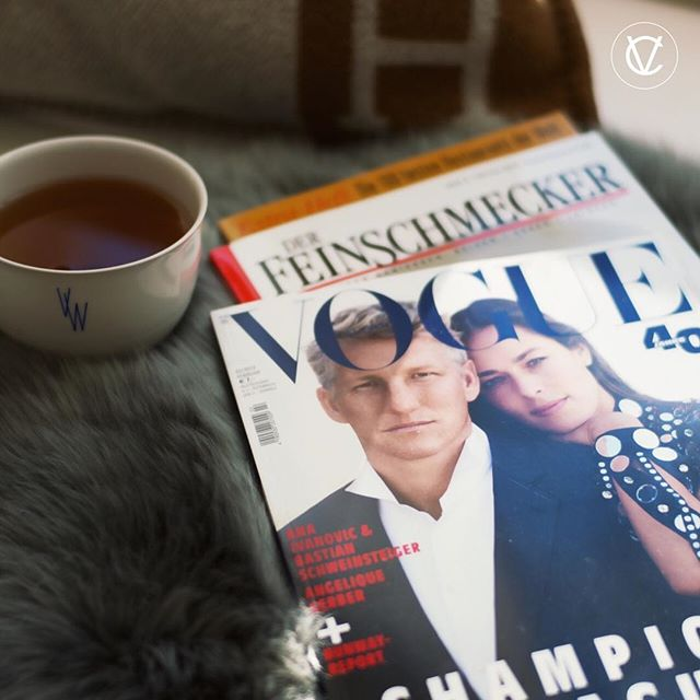 MORNING READING . . | Werbung da Markennennung | #saturday #morning #reading #magazin #vogue #condenast #championsleague #anaivanovic #tennis #wta #bastianschweinsteiger schweinsteiger #fussball #soccer #chicago #feinschmecker #foodlover #victoriacommunications #kpmberlin #kpm #lab