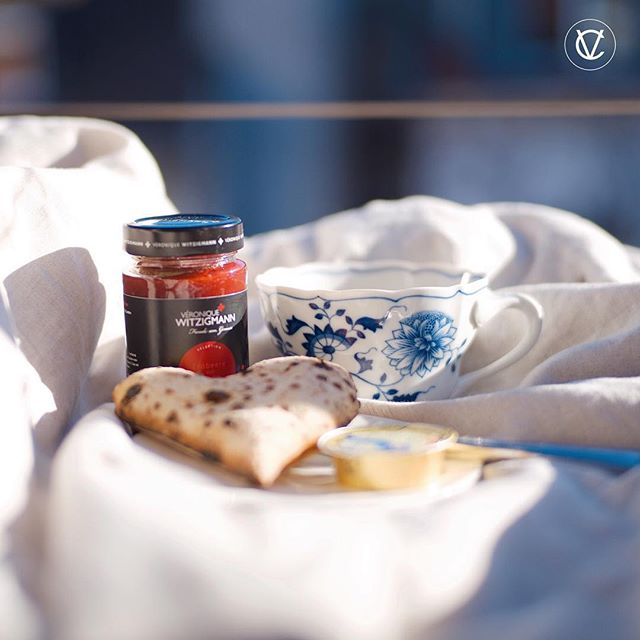 AFTER VALENTINE BREAKFAST . . | Werbung da Markennennung | #victoriacommunications #959moments #witzigmann #jam #veroniquewitzigmann #micheledeluca #pizza #bread #sweet #breakfast #sunshine #teatime #fortnummaison #london #england #meissenporcelain #meissen