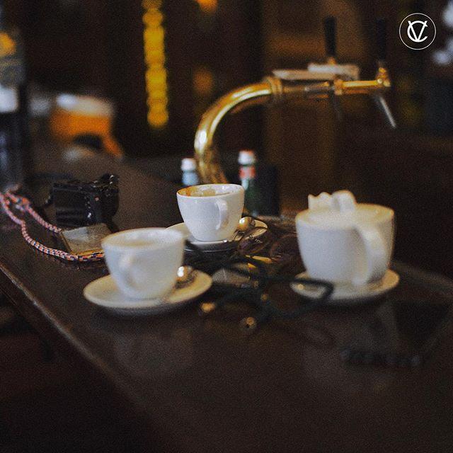 BREAK BETW PHOTOSHOOTING . . | Werbung da Markennennung | #photography #photoshooting #break #coffee #tea #time #workworkwork #signatureplaces #socialmedia #lifestyle #travel #berlin #art #design #familyandfriends #victoriacommunications #ontour #xouxou #xouxouberlin #viueyewear #viu #leica