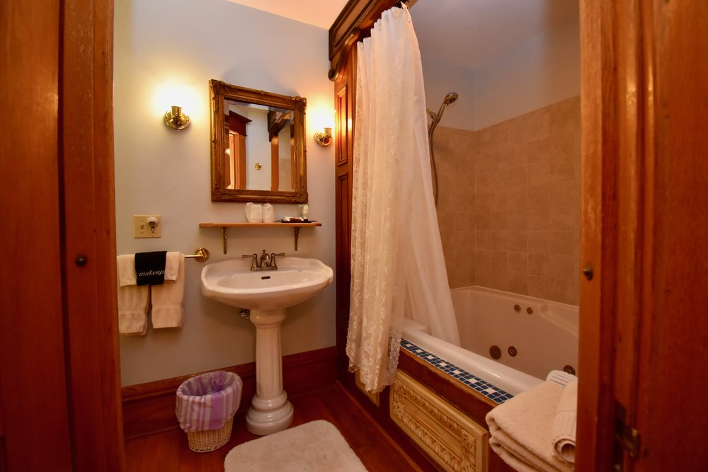 2 Person Whirlpool Tub/Shower