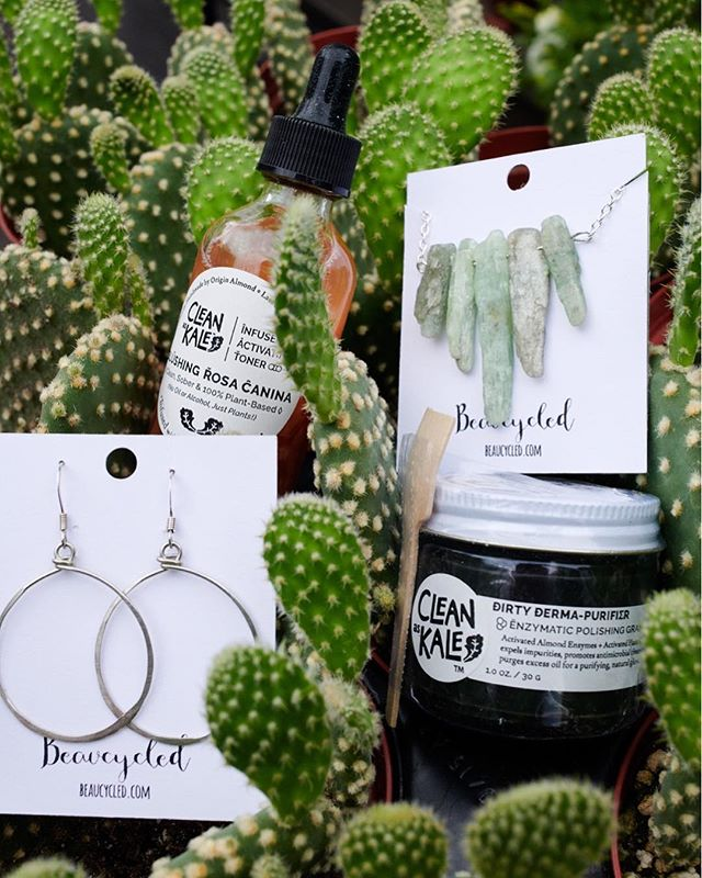 💚 National Splurge Day GIVEAWAY 👸  Treat yo self and our planet with the beauty of upcycling.  We've teamed up with our friends at @beaucycled to #GIVEAWAY a luxurious green prize package (everything pictured in this post) to one lucky winner! Check out their post to enter for a chance to win✌🏼😀