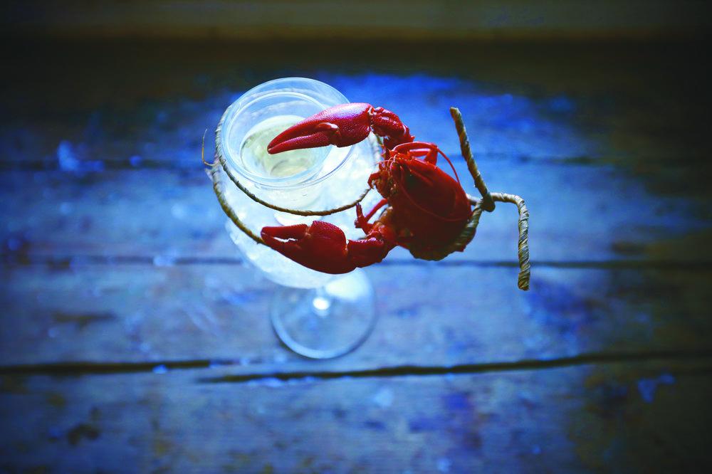 UUNISAAREN RAPUMENUT - Ei yksi rapu kesää tee, mutta 6 kpl on jo nautinnon alku. On aika varata rapujuhlat Uunisaaren sillä olen varma että näin ravun jäljet hiekalla. Merta ja nautintoa Helsingin edustalla.Uunisaaren ravut keitetään perinteiseen tapaan ja tarjotaan paahtoleivän, tillin ja voin kera. Alkuun suosittelemme 6-12 rapua/ ruokailija.