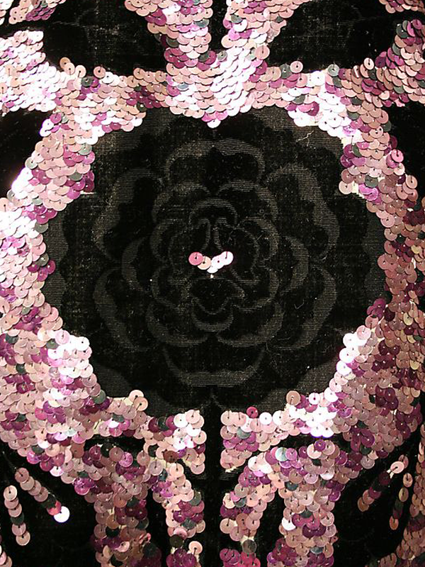MAISONdeROSSI-be-inspired-blog-bouquets-of-pearls-and-thread-house-of-worth-couture-embroidery.png