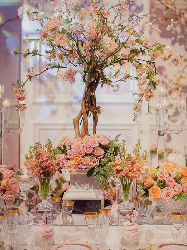 maison-de-rossi-blushing-bride-wedding-blog-formal-theme-floral-and-crystal-dining-setting.png