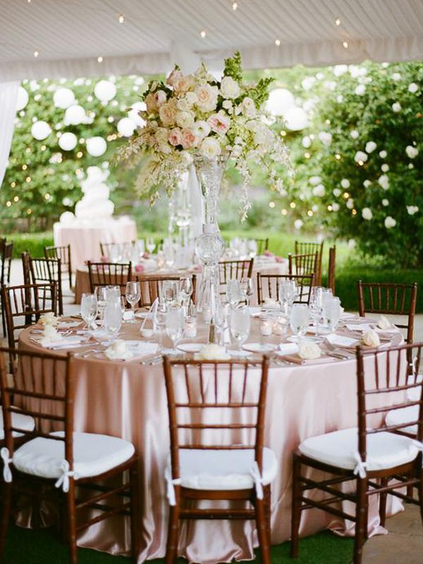 maison-de-rossi-blushing-bride-wedding-blog-formal-theme-floral-dining-setting.png