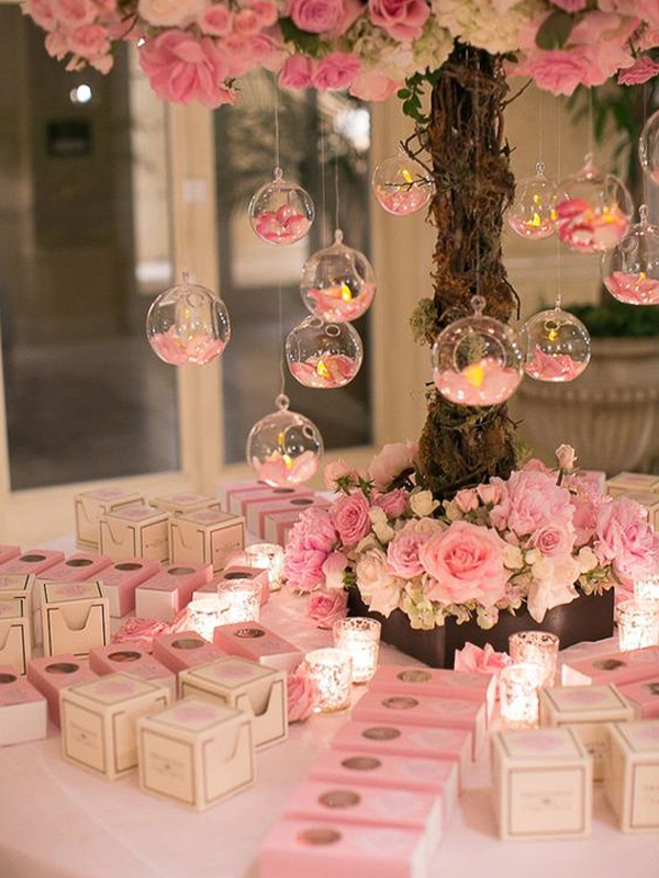 maison-de-rossi-blushing-bride-wedding-blog-formal-theme-floral-wedding-favours.png