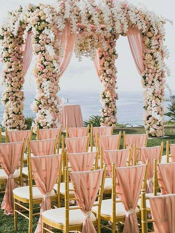 maison-de-rossi-blushing-bride-blog-colour-story-blush-garden-wedding-flower-alter.png