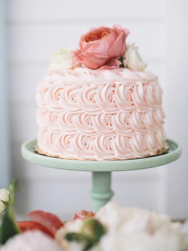 maison-de-rossi-blushing-bride-blog-colour-story-blush-garden-wedding-decortive-wedding-cake.png