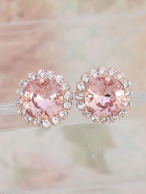 maison-de-rossi-blushing-bride-blog-colour-story-blush-garden-wedding-diamond-earrings.png