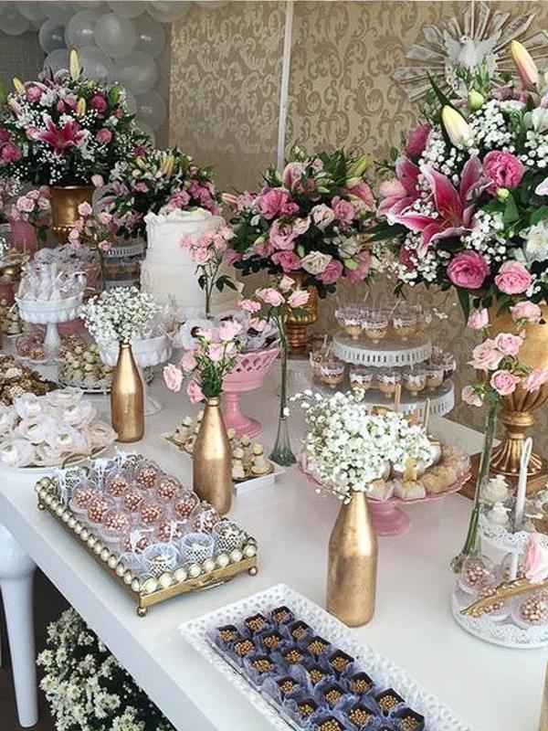 maison-de-rossi-blushing-bride-blog-colour-story-blush-garden-wedding-dessert-table-with-vases.png