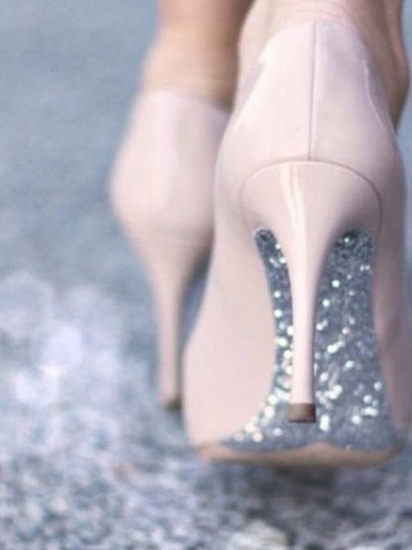 maison-de-rossi-blushing-bride-blog-colour-story-blush-garden-wedding-glitter-sole-wedding-shoes.png