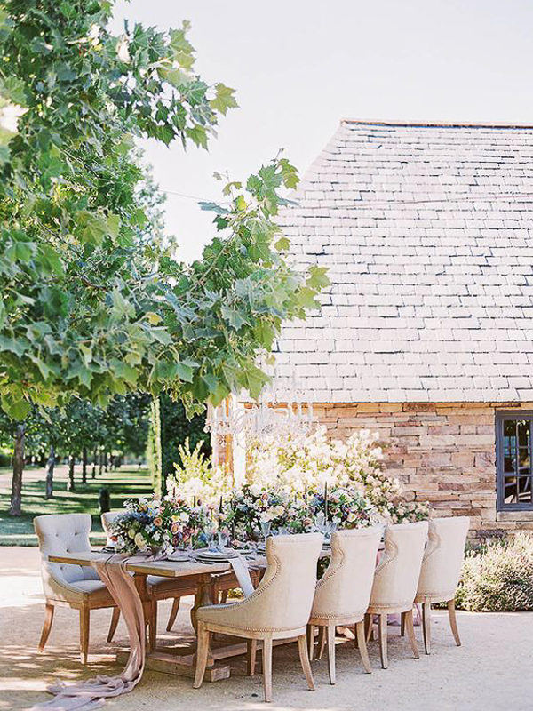 maison-de-rossi-blushing-bride-blog-colour-story-blush-garden-wedding-outside-barn-reception.png
