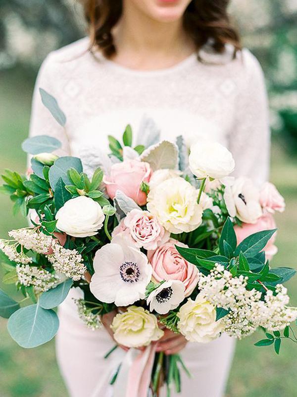 maison-de-rossi-blushing-bride-blog-colour-story-blush-garden-wedding-large-flower-bouquet.png