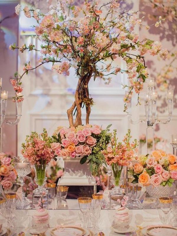 maison-de-rossi-blushing-bride-wedding-blog-formal-theme-wedding-table-floral-tree-centrepiece.png