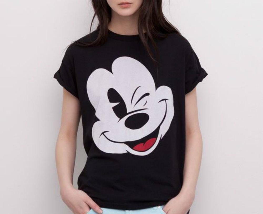 Mickey Mouse... - ...akinek köszönettel tartozol azért, hogy Britney és Justin megismerkedhetett egymással.(Ha nem tudod, miről beszélek, keress rá a neten a Mickey Mouse Clubra.)Egy ilyen ikonikus figurának nyilván helyet kellett szorítanom a gardróbomban...