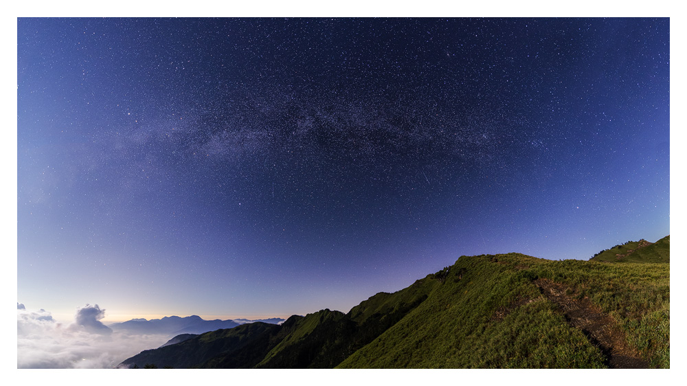 Milkyway on top of Mt Hehuan. ( It was full moon, so not perfect conditions for starphotography )