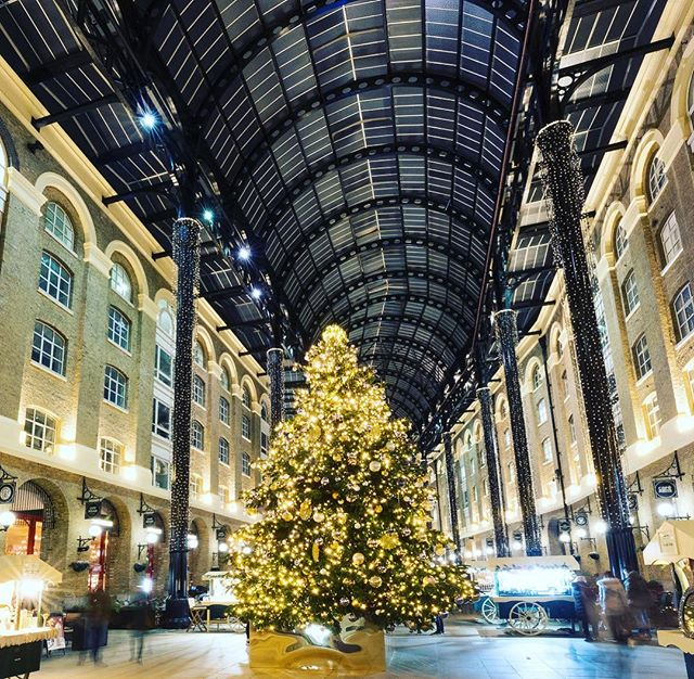 There's nothing like #Christmas in London Bridge! #londonbridgexmas 🎄🍷✨ Book your festive celebration at #TheBridgeLounge now via link in bio #christmasparty . . . #londonchristmas #haysgalleria #xmasinlondon #christmasdrinks #christmastree #christmaslights #londononly #thisislondon #atlondonbridge #holidaysarecoming #eatdrinkbemerry #londonbridge