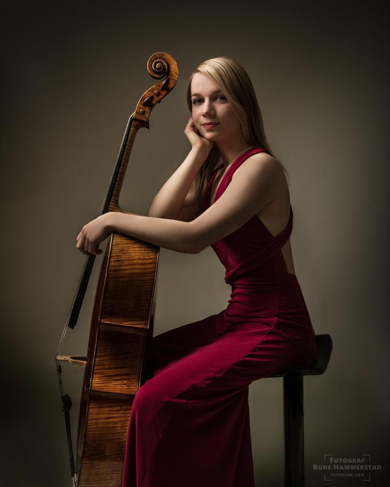 fotograf-oslo-cello-portrett-musiker-fotorune.jpg