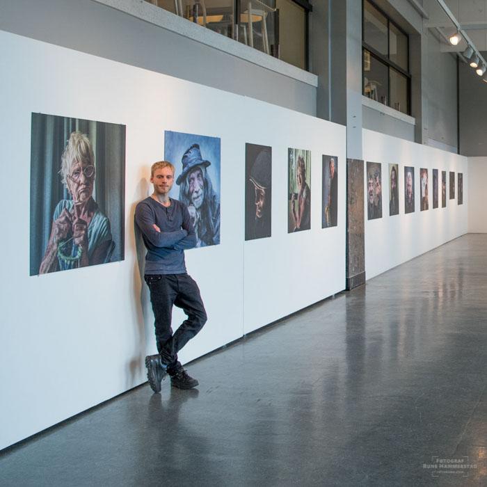 Fotoutstillinger  25 fotoutstillinger med levd liv portretter, naturfoto og bybilder som temaer.