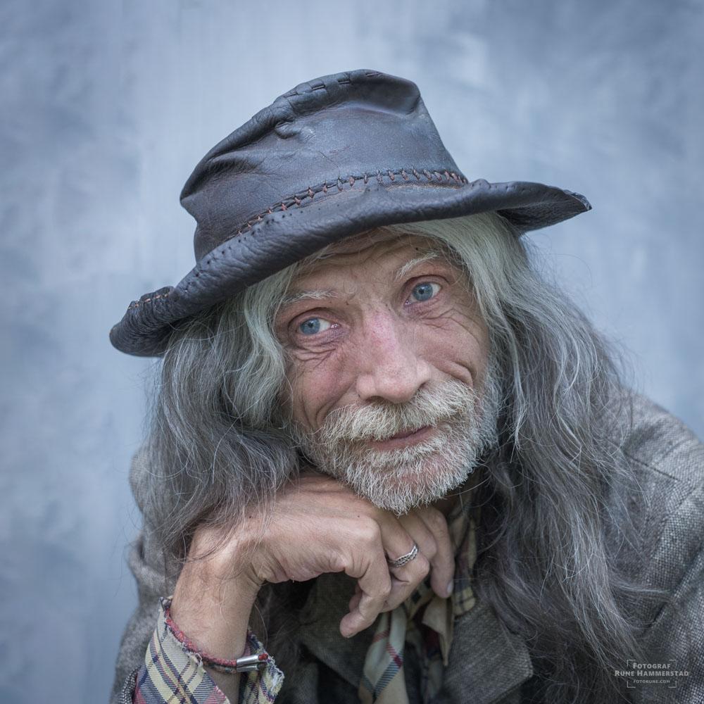 Når jeg ser noen som har levd livet kjenner jeg meg igjen. Jeg blir nysgjerrig og spør om jeg kan ta et portrett.