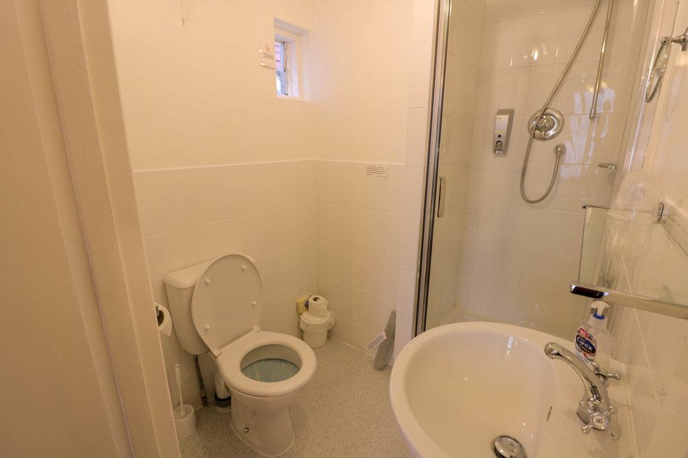 Room 4 Bathroom EDIT.jpg