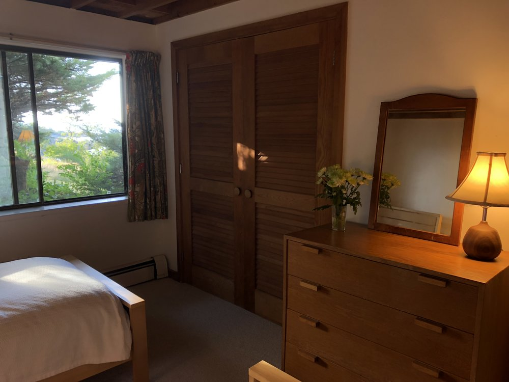Second twin bedroom, facing west