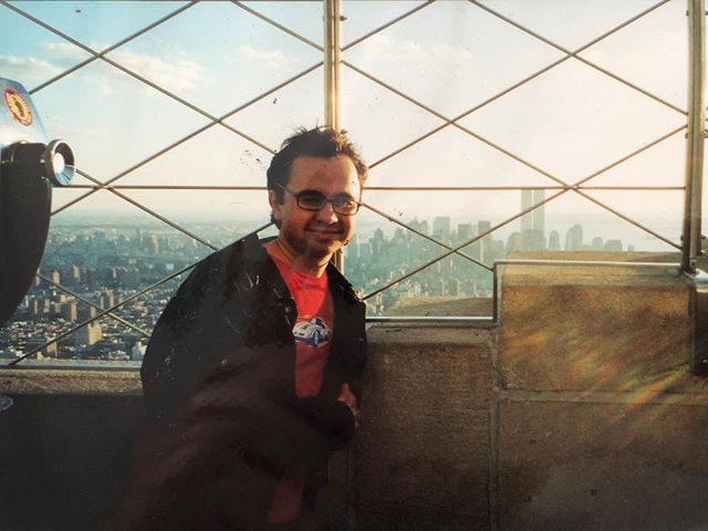 My first trip to New York and the Empire State Building with a view of the World Trade Center back in 2000. I had no idea how lucky I was to see that skyline back then before tragedy struck the city I fell in love with. Despite its current issues, America will always be a place of great people and opportunities for all🗽#neverforget #911 #september11 #newyork