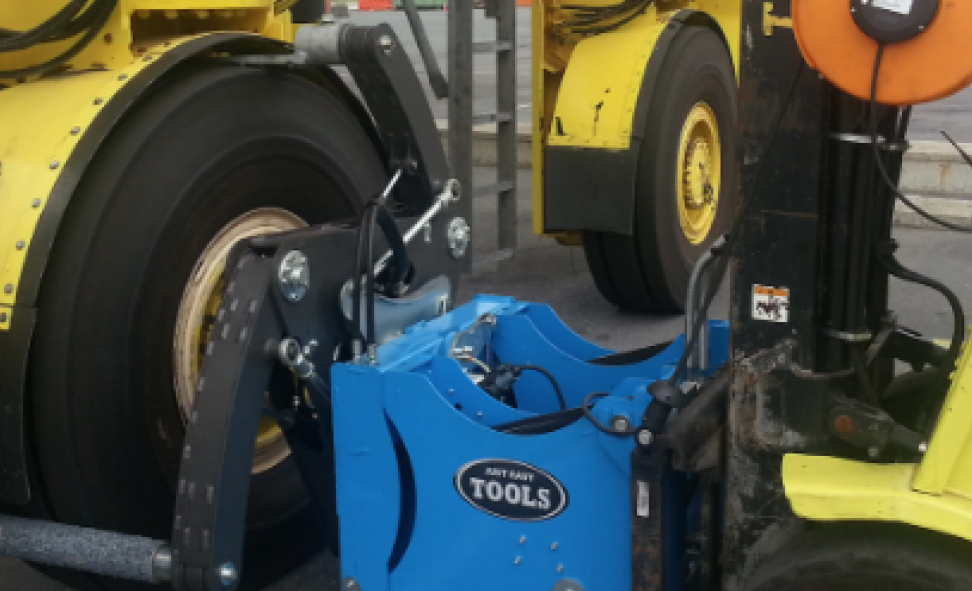 """"""" ... Our customer reduced time consumption by 70%""""   When Mertens Heftruck Service offered one of Antwerp harbor's largest operators, to try the  Easy Gripper 2160, they cut the Tyre mounting time from 10 to app. 3 minutes per tire, on their straddle carriers."""