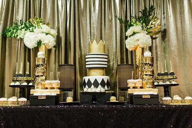 """""""TBT """" FIT FOR HER KING!  #RoyalBashEvents #RoyalBashEventsNyc #NycEventPlanners #ChloeandKimmy #50thBirthday #DessertTable  #SweetTable #TresLeche #Cookies #Cupcakes #Apples #Cake #BlackandGold #Flowers #Birthdays #Weddings #BabyShowers #KidsParties #GenderReveal #HolidayEvents #PrivateEvent #Baptism"""