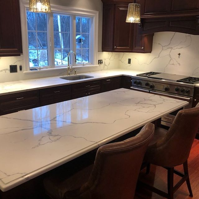 Today's Install! @ecmarblegranite  Material: #statuaryclassique @msisurfaces  #quartzcountertops #remodel #kitchenremodel #kitchenremodeling #kitchensofinstagram #fullheightbacksplash #newengland #northandover
