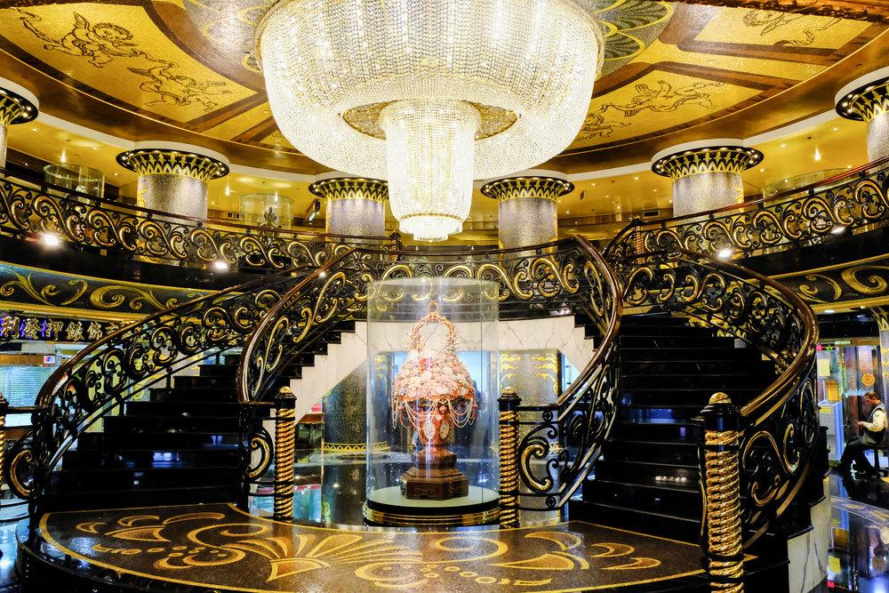 grand-lisboa-lobby-macao.jpg