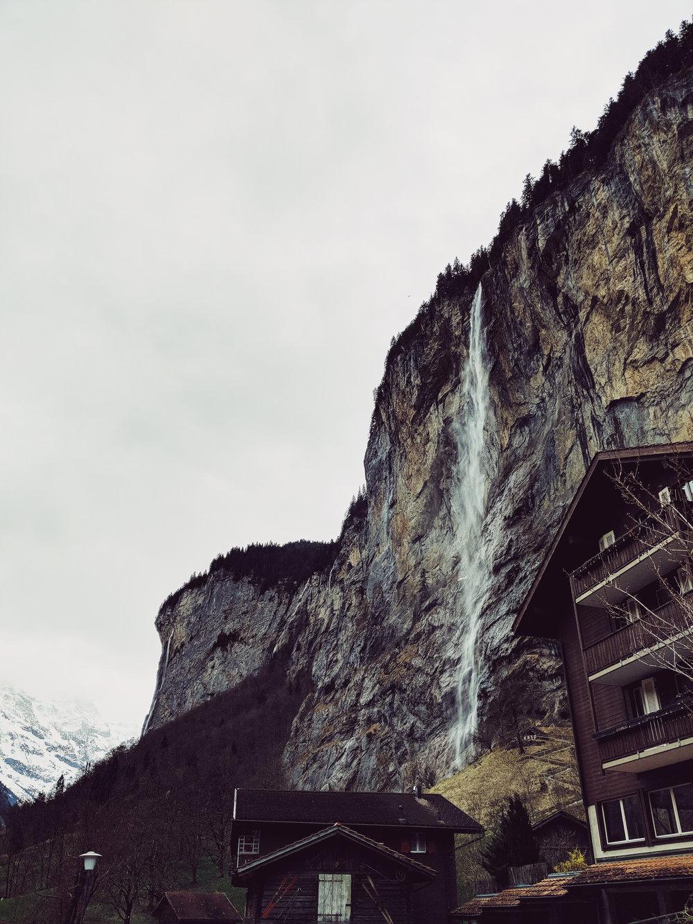 Staubbach falls lauterbrunnen.jpg