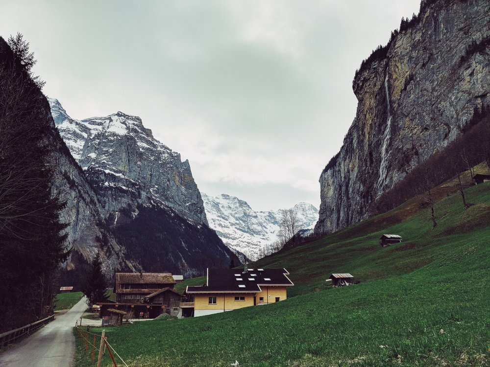 lauterbrunnen valley walk 3.jpg