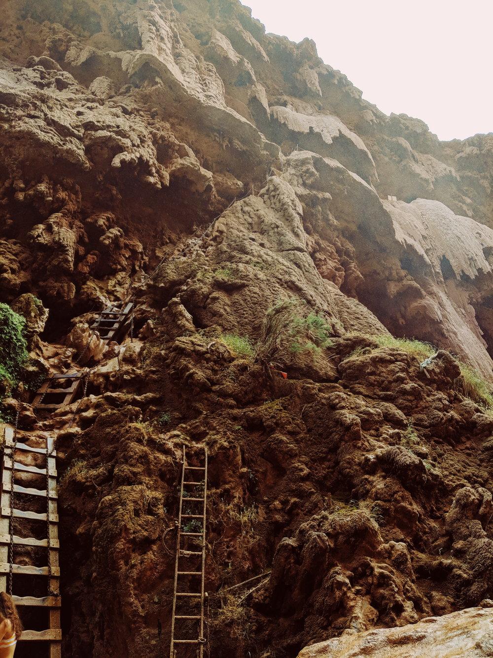 ladders down to mooney falls.jpg