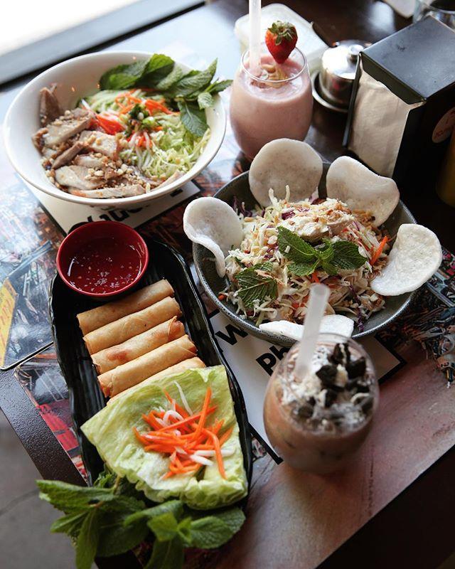 TGIF Bringing in the weekend the right way 😍 . . . . . . . . #food #foodporn #bubbletea #melbourne #melbournefood #foodblogger #broadsheetmelb #pho #vietnamesefood #cocktails #melbourneeats #foodie #yum #foodgasm #melbourneblogger #twentyphoseven