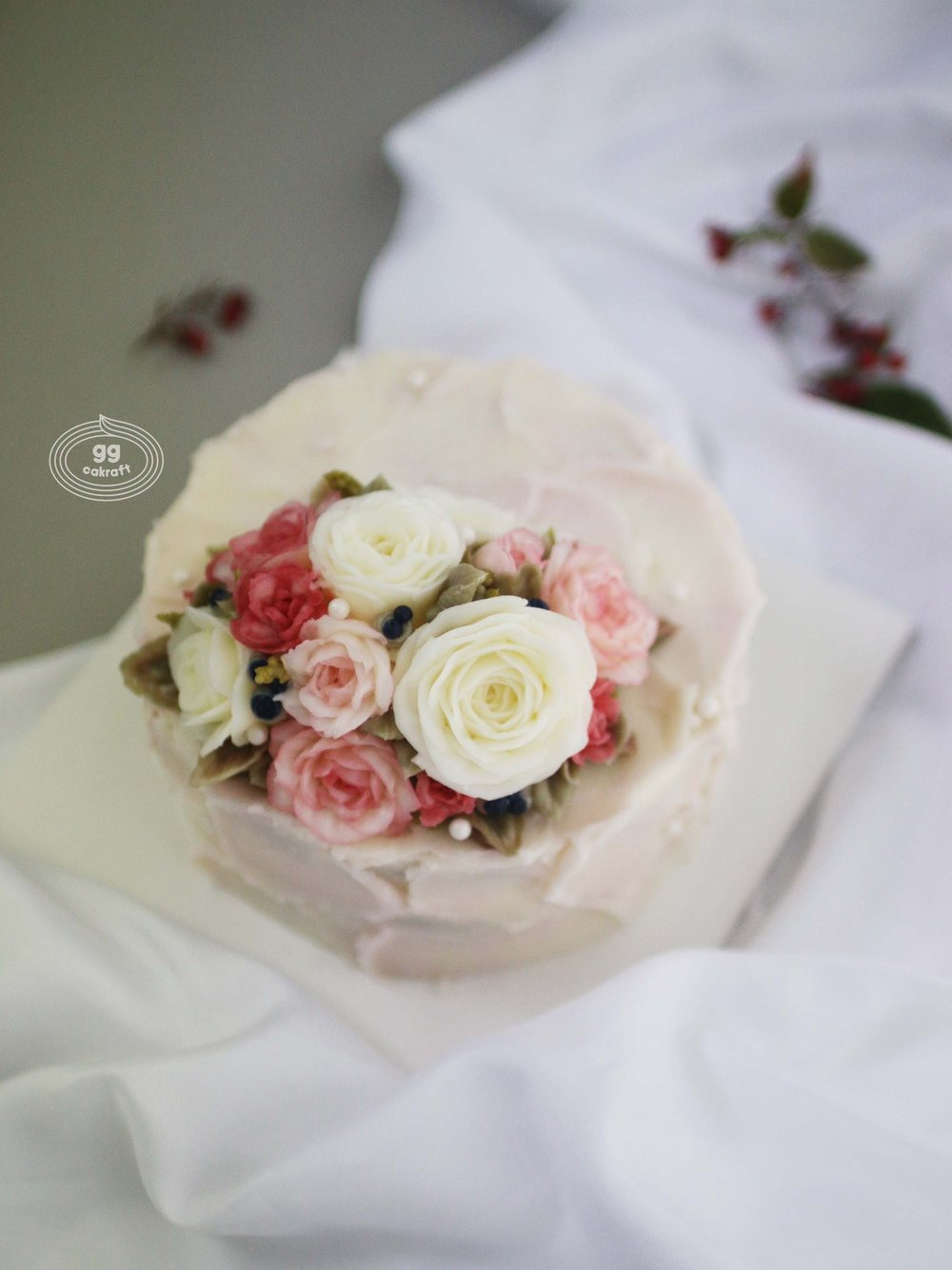 Day 1.   Touch icing (Dummy cake)  Rose, Rose buds, Raspberry, leaf