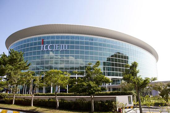 濟州國際會議中心 (ICC Jeju) - 地址:2700 Jungmun,Seogwipo, Jeju, Korea電話:+82-64-735-1000網站:http://www.iccjeju.co.kr/EN/Main