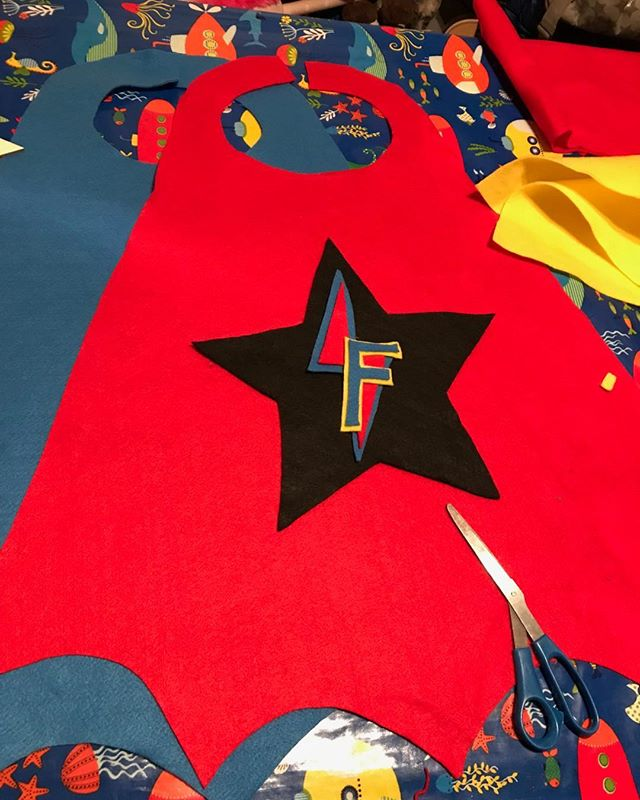 Birthday cape making! #felt#feltcapes#superheroes#twins#nearlythree#whatnext#threenagers#battendownthehatches#sylvieandferne#cheltenhammaman#thecolourclub2018