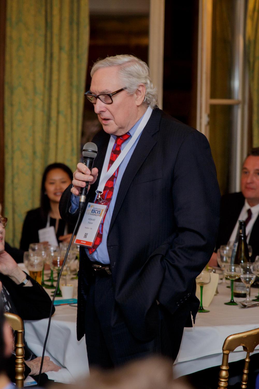 Professeur Howard Fraizer giving a speech at the ESCVS conference
