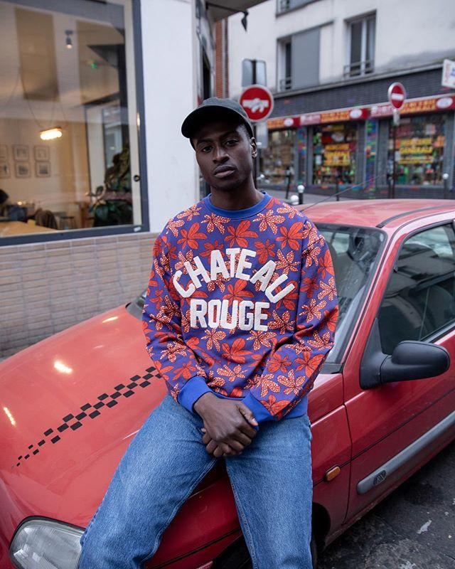 @aldioumafofana portant notre nouveau sweat-shirt «Feuilles de baobab». 📷 @ojoz