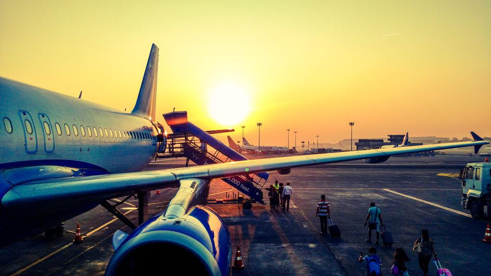 praktisch - luchthaven, autoverhuur, route