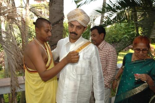A Hindu wedding taking place at Sri Rajarajeshwari Nagar on the outskirts of Bangalore. Pradeep Shankar, the editor of Smart Techie - India's leading technology magazine marrying Jioti.
