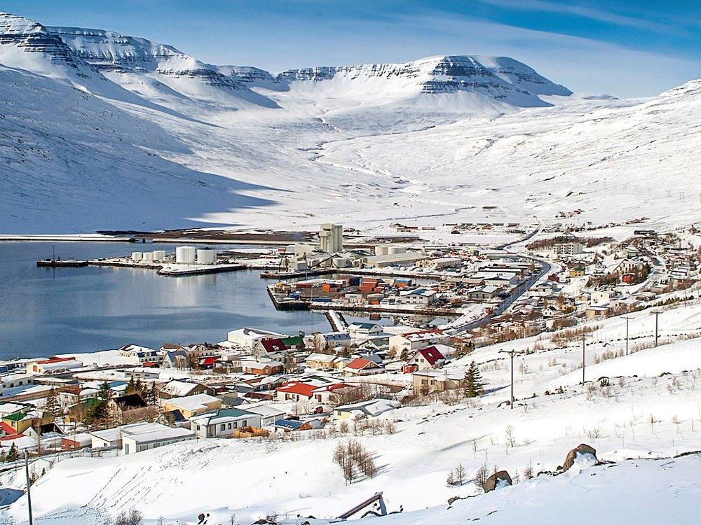 eskifjordur-snaevi-thakinn.jpg