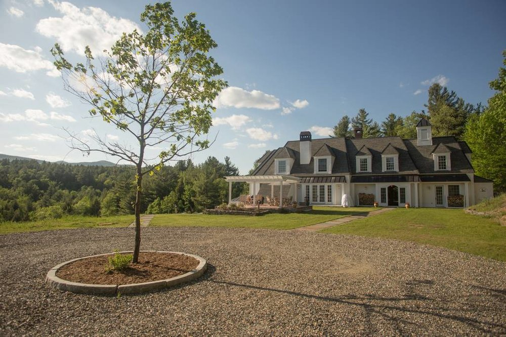 ext-adams-hill-house-driveway-and-tree.jpg