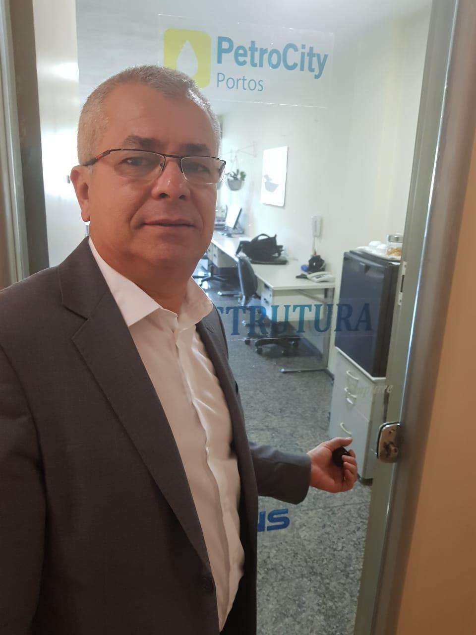 - José Roberto Barbosa da Silva - presidente da Petrocity