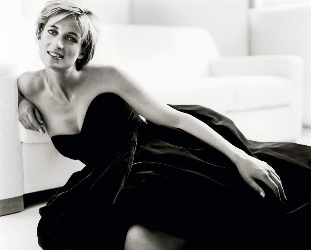Image: A more relaxed portrait of Princess Diana by world famous fashion photographer Mario Testino
