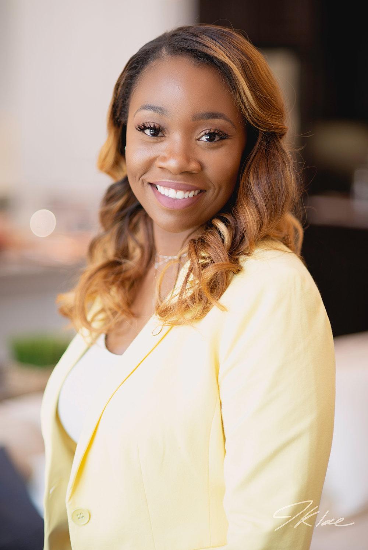 Professional Headshot of DFW based Female Real Estate Agent