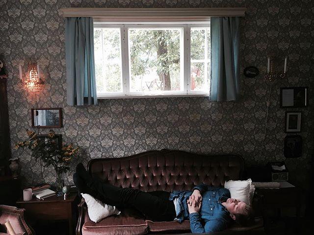 Middagshvil fordrer barokk-tapet. photo credit (imens jeg sov) @hsstaalnacke